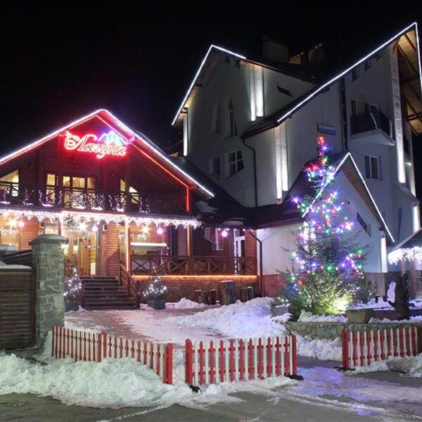 Вечер в отеле Лагуна