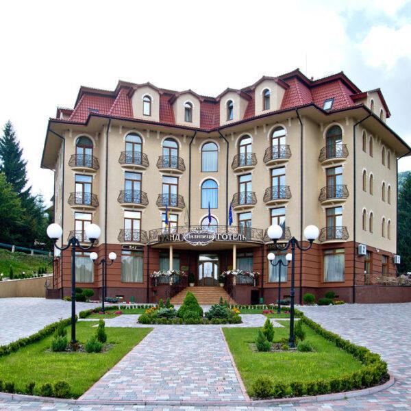 Гранд готель Пилипець територія