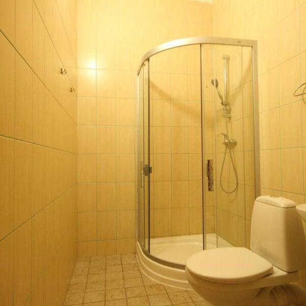 Светлый санузел в номере отеля Лагуна