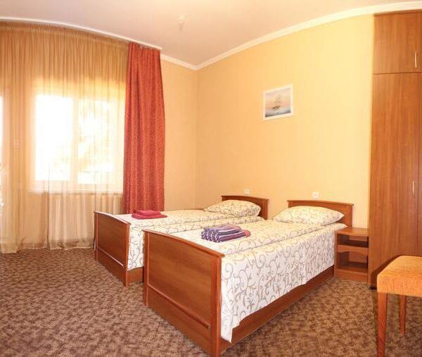 Великий номер з односпальними ліжками готель Лагуна