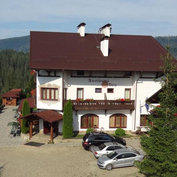 готель Альпійський двір Славське територія