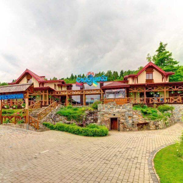 відпочинок Славське , територія готель Словянка
