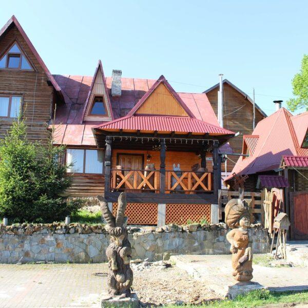 Бюргер Тростян готель та бар, відпочинок в Карпатах