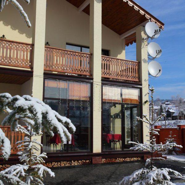 Зима в готелі Золота Підкова