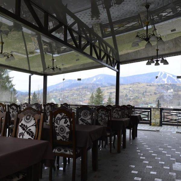 Затишний ресторан в готелі Двір Княжої Корони