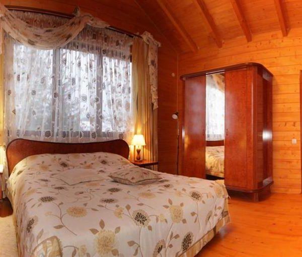 Простора кімната для відпочинку в котеджі віллі Монте