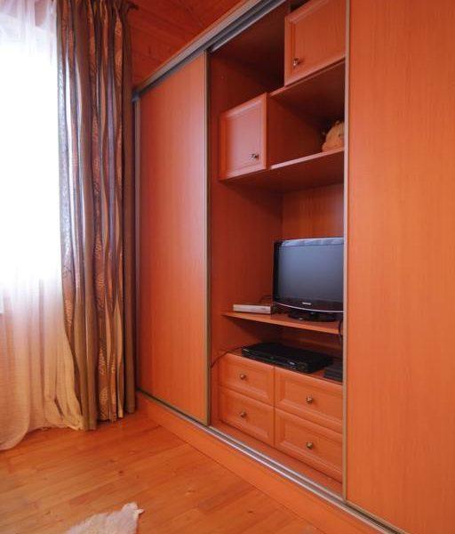 Современный телевизор в коттедже вилла Монте Славское