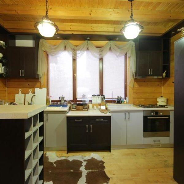 Кухня в коттедже вилла Монте Славское