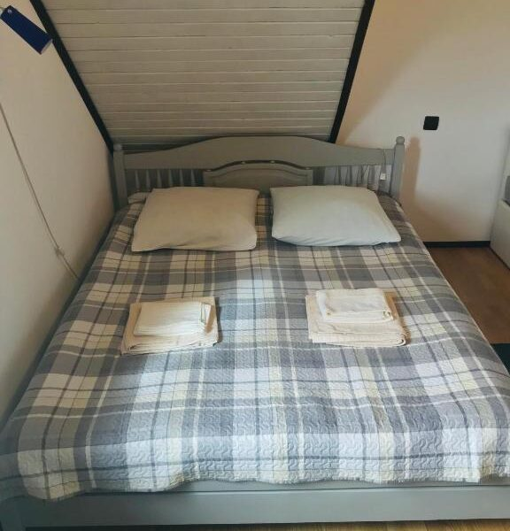 Диван-ліжко в садибі Гірський світанок»