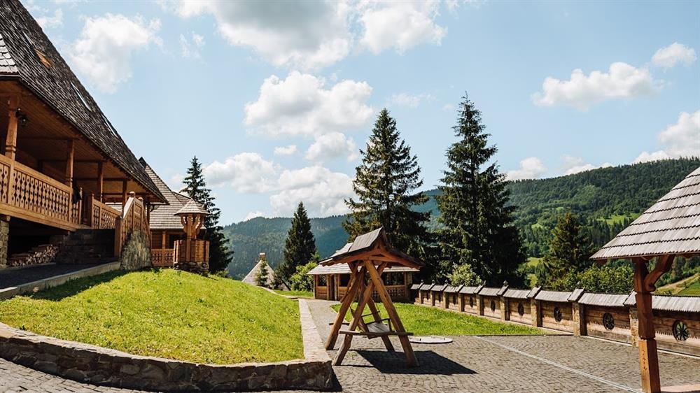 Гойдалка для хорошого відпочинку в готелі Панщина