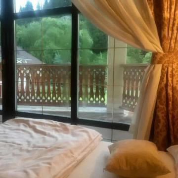 Вид з вікна в номері готелю Золота Підкова