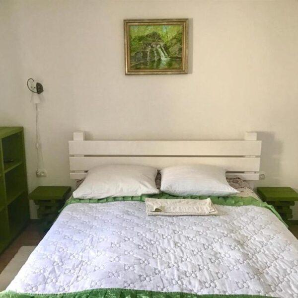Широке ліжко в садибі «Гірський світанок»