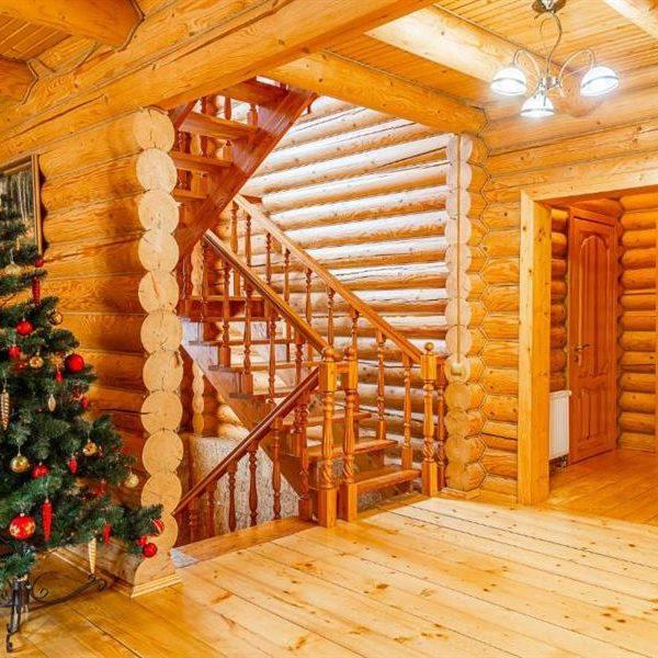 двухэтажный коттедж в горах вилла Альпийка