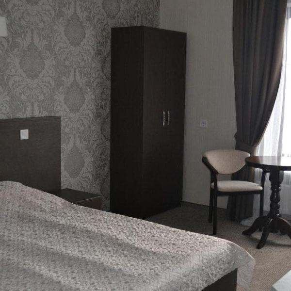 Велика шафа для вашого одягу в готелі Двір Княжої Корони