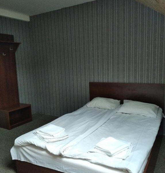 Большая кровать отель Терем