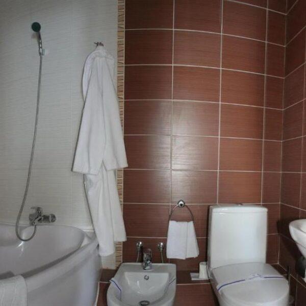 Душ в номере люкс отель Терем