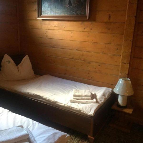 Односпальне ліжко готелю Золота ПІдкова
