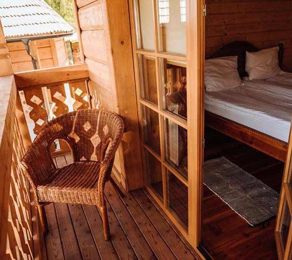 Балкон з кріслом для відпочинку в готелі Панщина
