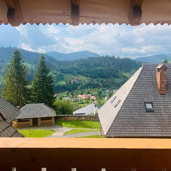 Розкішний вигляд з вікна в готелі Панщина