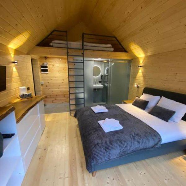 двуспальная кровать отдых комфорт в горах вилла Альпийка