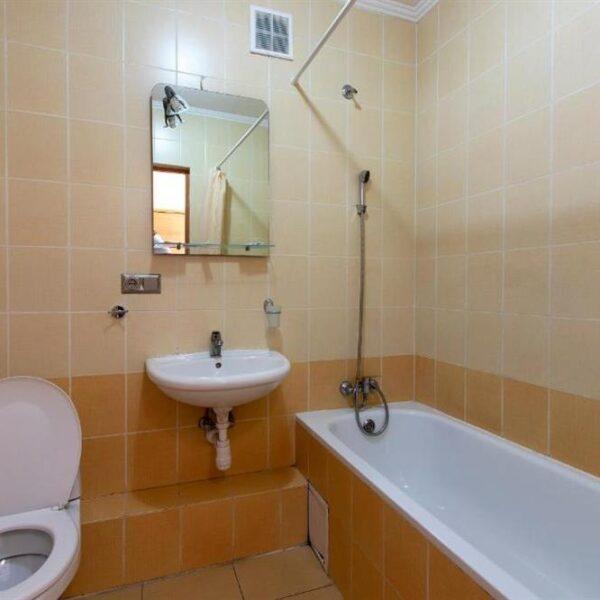 Сучасна ванна кімната в готелі Терем