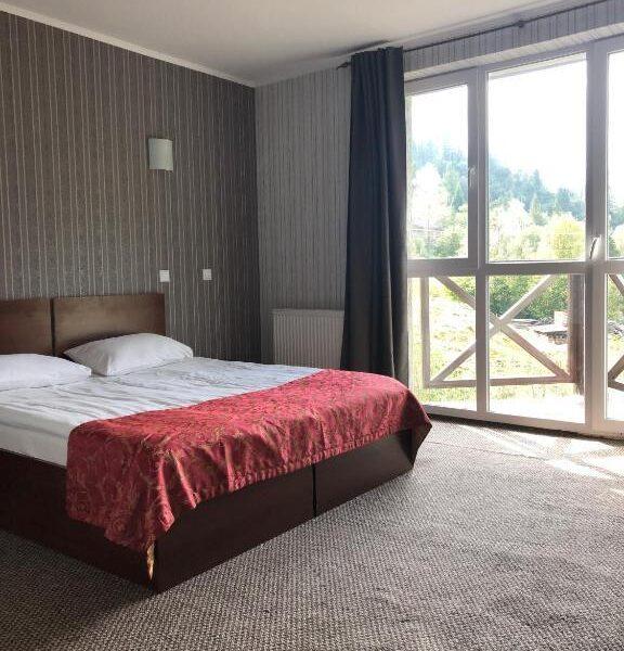 Панорамні вікна в номері готелю Терем