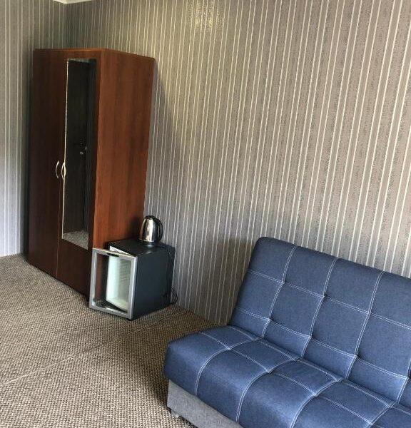 Розкладний диван для відпочинку в готелі Терем