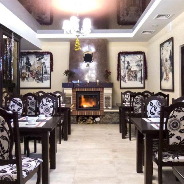 Великий ресторан в готелі Двір Княжої Корони