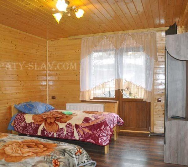 Комфортне ліжко в готелі Аура Карпат