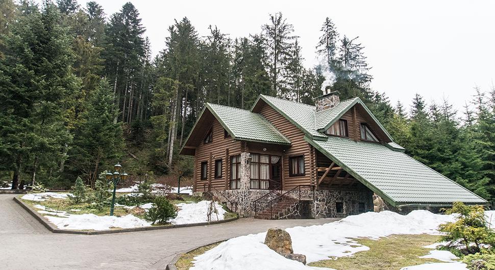 Снежное утро в отеле Лесной маеток