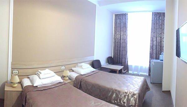 Затишні ліжка в номері санаторію Дубрава