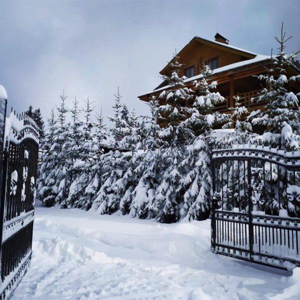 снег зима отдых вилла Альпийка Славское