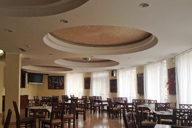Просторий ресторан готелю Терем Славське