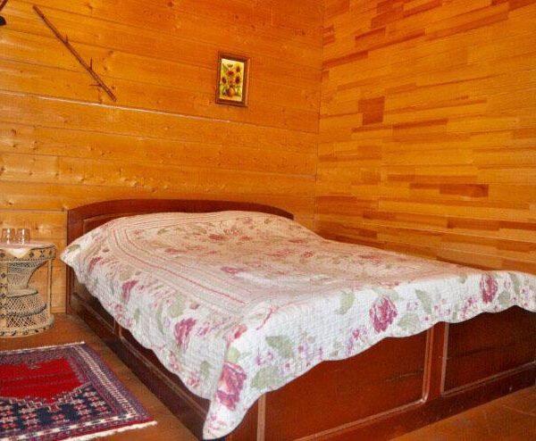 Велике ліжко в готелі Рандеву Славське