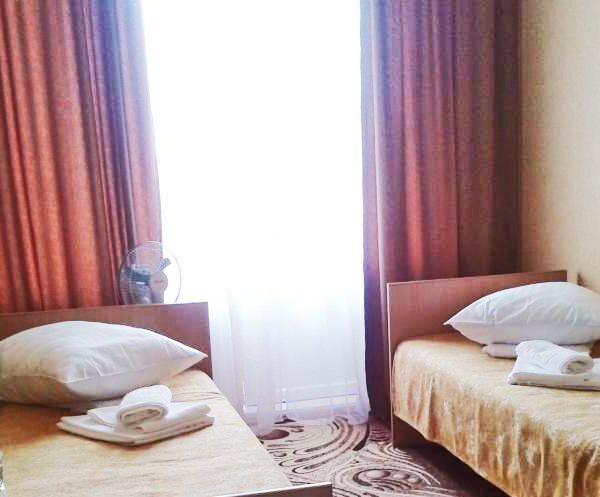 Две односпальные кровати в санатории Дубрава