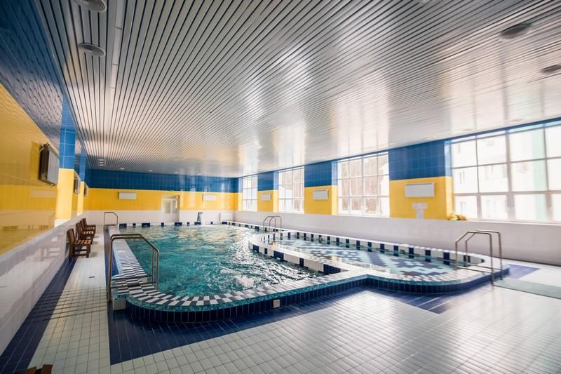 Великий басейн санаторія Пролісок