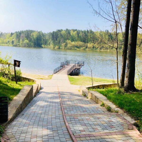 Дорога к озеру в санатории Пролисок