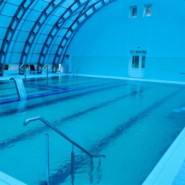 Компактний басейн в санаторії Пролісок