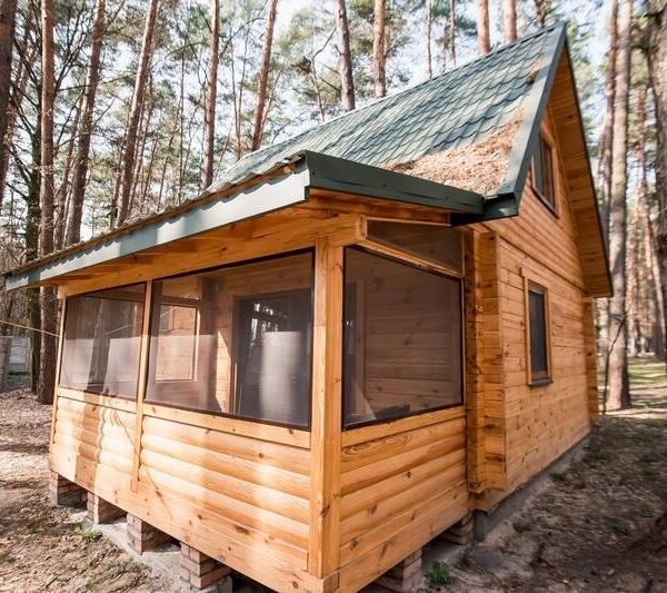 Дерев'яний будинок санаторій Пролісок