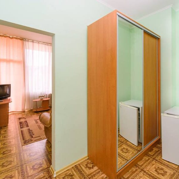 Вместительной шкаф в номере санатория Куяльник