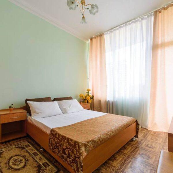 Затишне двоспальне ліжко в санаторіїї Куяльник
