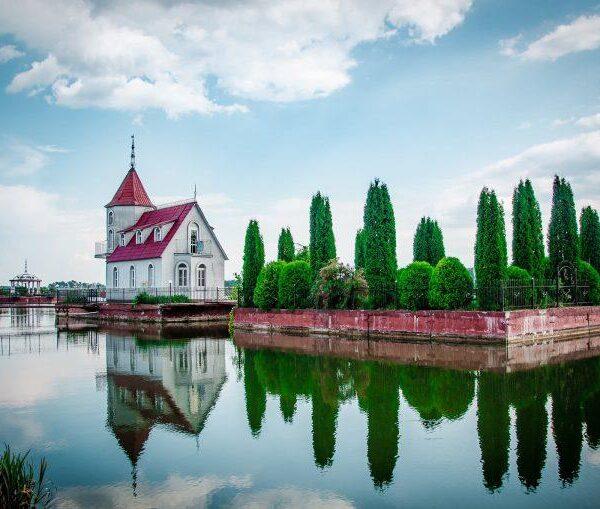 Дом на воде санаторий Червона Калина