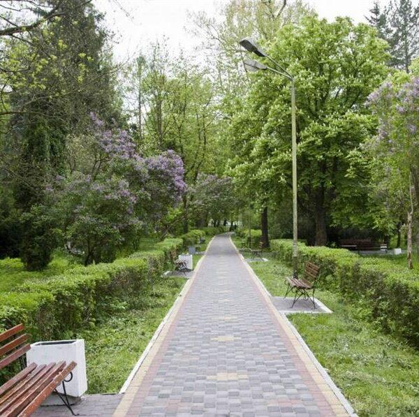 Доріжка для прогулянок в санаторії Любінь Великий