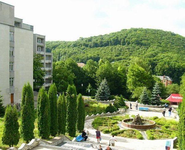 Вид з вікна на територію санаторію Жовтень
