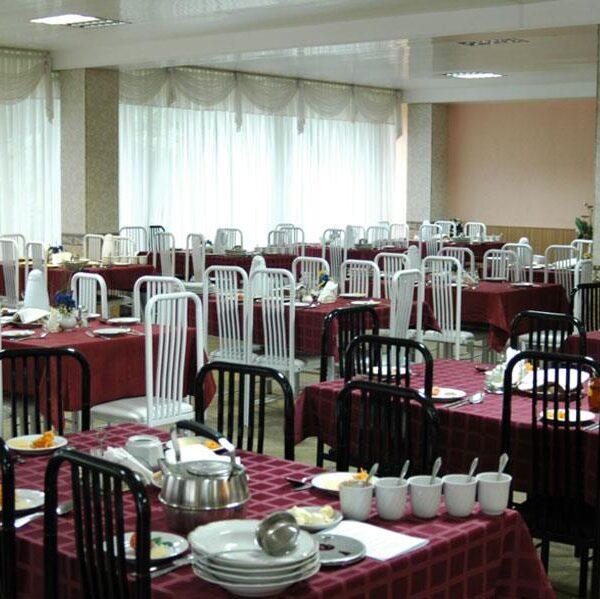 Ресторанна зала в санаторії Жовтень