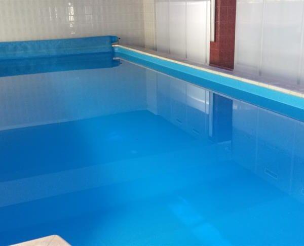 Компактный бассейн в санатории Жовтень