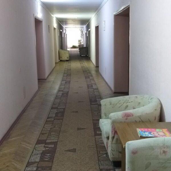 Длинный коридор санаторий Жовтень