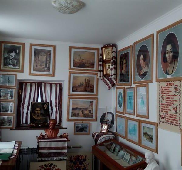 Бібліотека в санаторії Червона Калина