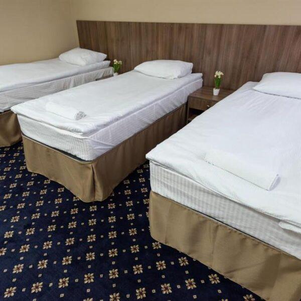 Білосніжне ліжко в санаторії Лаяр Палас