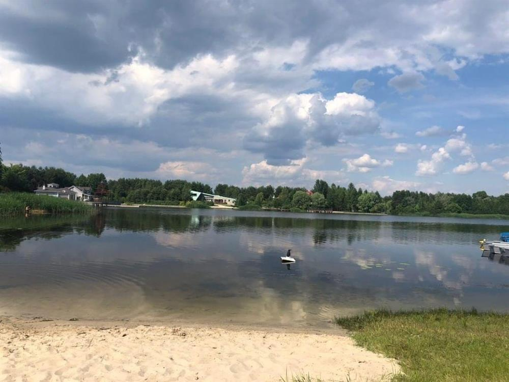 Вид на озеро санаторій Жовтень